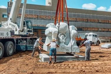 Revitalização do campus da UNIFEBE conta com exposição de esculturas