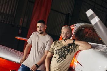 Dupla brusquense lança videoclipe de música inédita