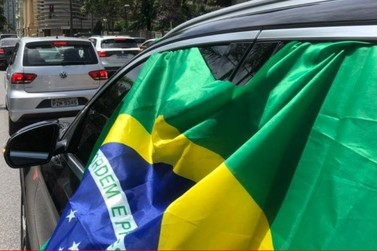 Grupo organiza carreata em apoio ao presidente Jair Bolsonaro