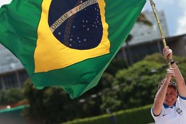 Apoiadores de Bolsonaro realizam Marcha da Família em Brusque
