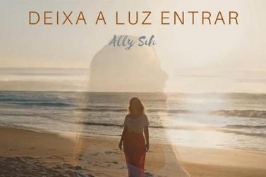 Lei Aldir Blanc: Cantora brusquense lança música sobre maternidade