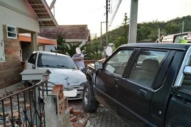 Mulher é encaminhada ao hospital após acidente de trânsito em Guabiruba