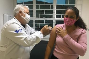 Vacina da gripe está disponível para todos os profissionais da Educação