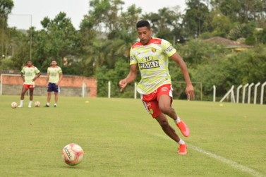 Brusque FC se manifesta sobre segundo abandono de Maurício Garcez