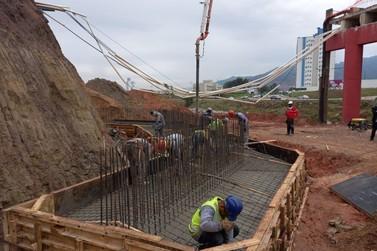 Confira como estão as obras de reconstrução da cabeceira da Ponte da Bilu