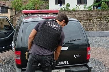 Homem de 56 anos é preso de agredir irmão mais velho em Brusque
