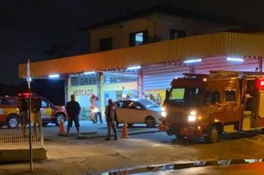 Homem morre dentro de carro estacionado em supermercado