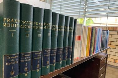 Mais de 80 livros de acervo do Doutor Lira são doados a Biblioteca da Unifebe