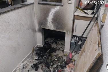 Produto antidesengripante explode e acarreta incêndio em apartamento