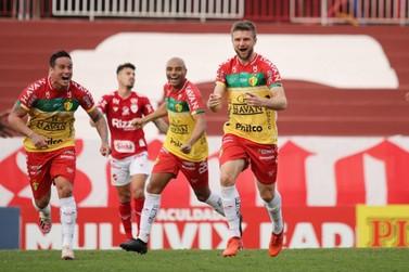 Com bom desempenho, Bruscão garante vitória contra Vila Nova fora de casa