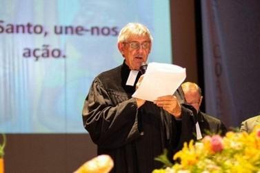 Pastor de SC assina 'superpedido' de impeachment de Bolsonaro