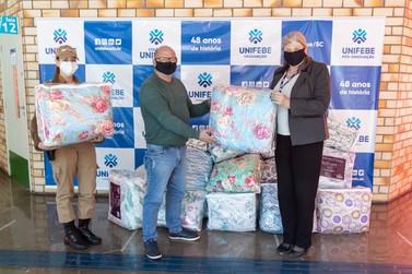 Unifebe arrecada e entrega mais de 40 cobertores para Rede Laço de Voluntariado