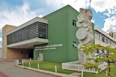 Biblioteca Pública Municipal Ary Cabral realiza programação de aniversário
