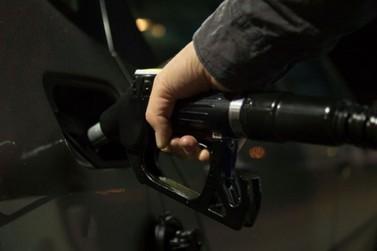 Gasolina deve ultrapassar os R$ 7 até dezembro, diz sindicato de SC