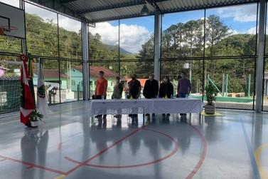 Quadras cobertas são entregues às comunidades do Rio Branco e Cedro Alto