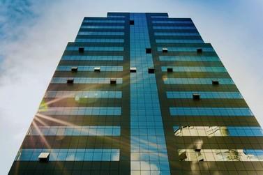 Sala no edifício empresarial mais luxuoso de Brusque está com preço imperdível