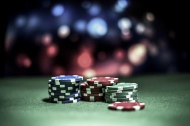 Como jogar Poker como um profissional – Estratégias de jogo
