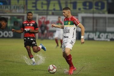 Em jogo de muita chuva, Brusque e Vitória empatam no Augusto Bauer