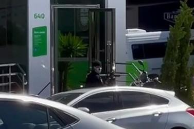 Homens fortemente armados assaltam agência bancária em Porto Belo