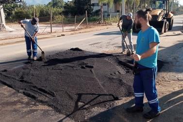 Secretaria de Obras realiza operação tapa-buracos nos bairros