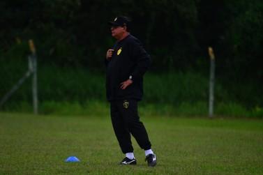 Técnico Waguinho Dias comanda primeiro treino do Brusque