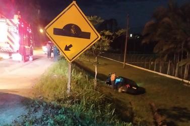 Embriagado, motorista sai da pista e cai em ribanceira na Ivo Silveira