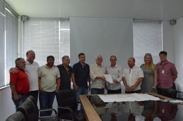 Prefeito assina ordem de serviço para continuação da Bacia Sete de Setembro