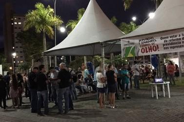 Servidores públicos lotam Câmara de Vereadores, onde protestaram por reajuste salarial