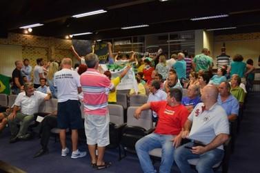 Populares lotam Câmara Municipal e movimentam sessão ordinária