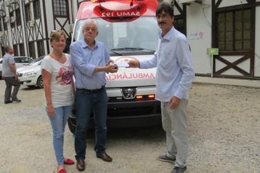 Brusque recebe nova ambulância para atendimento do Samu