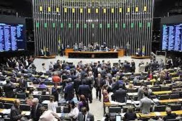 Câmara concluirá reforma política e discutirá denúncia contra Temer esta semana