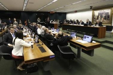 Câmara pode votar hoje mudanças no sistema eleitoral