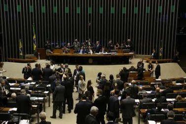 Câmara rejeita PEC que criava 'distritão' para eleições de 2018