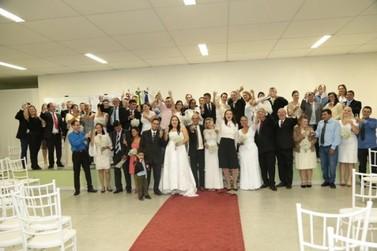 Casais oficializam matrimônio no 2º Casamento Coletivo