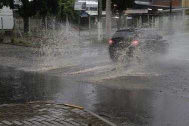 Chuva de domingo deixou estragos em Brusque