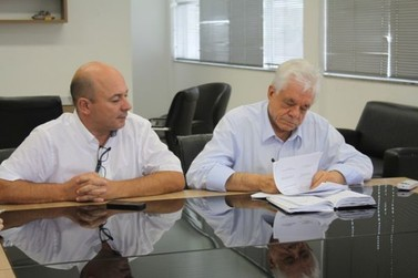 Jonas Paegle assina ordem de serviço para obras na rua Otaviano Rosa