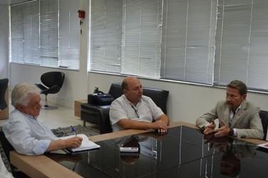 Novo gestor do antigo Hospital Evangélico se reúne com prefeito e vice