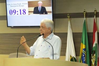 Paegle vai à sessão da Câmara e critica gestão de antecessores na prefeitura