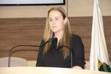 """""""Política velha ainda se faz muito presente na nossa cidade"""", diz vereadora sobre projeto reprovado"""