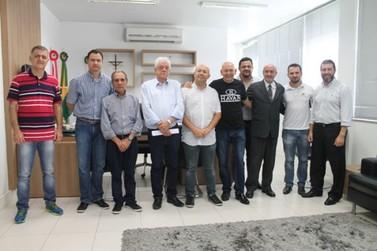Prefeito de Brusque se encontra com empresários favoráveis a contratação do Instituto Áquila