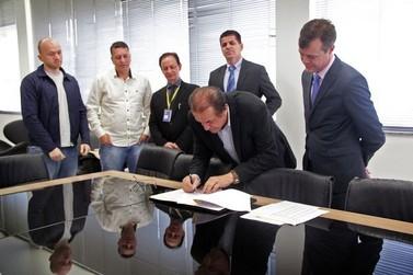 Prefeitura de Brusque assina contrato de refinanciamento de dívida