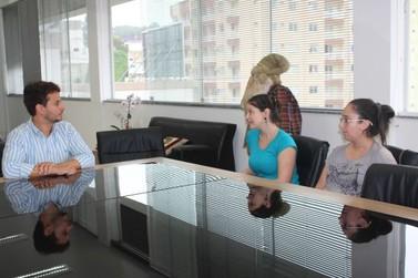 Prefeitura de Brusque recebe Acapra para discutir projetos e firmar parcerias