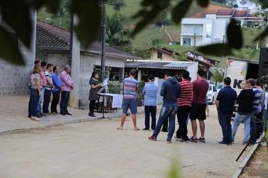 Programa em parceria com moradores pavimenta mais uma rua em Guabiruba
