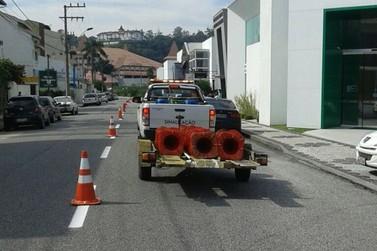 Revitalização de sinalização é realizada em vias do município de Brusque