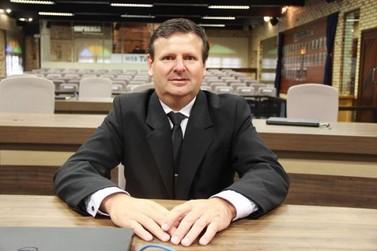 Valdir Hinselmann assume cadeira no Legislativo