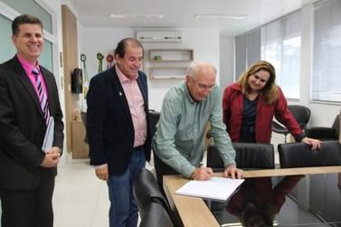 Vice-prefeito Rolf Kaestner assume Prefeitura de Brusque