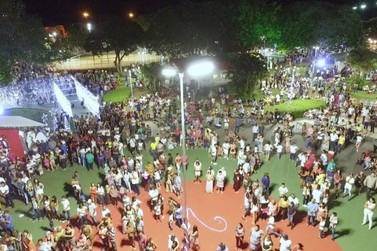 Antes do Covid praça de Caarapó era palco de festas fim de ano