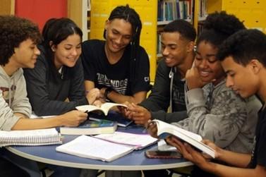 132 milhões de livros didáticos devem chegar a escolas públicas até Fevereiro