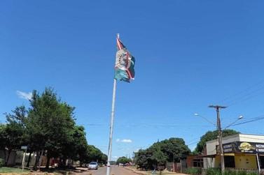 Bandeira do Município em mau estado de conservação chama atenção de vereador
