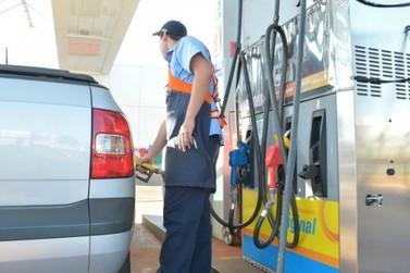 Gasolina ultrapassa os R$ 5 e consumidor opta pelo etanol